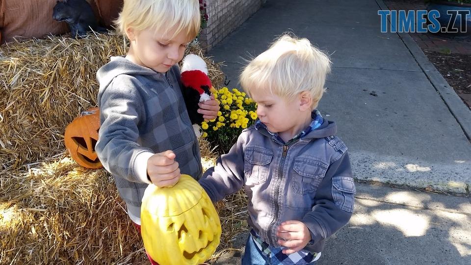 kids 1005837 960 720 - Halloween, Геловін або День всіх святих: історія, традиції та цікаві факти