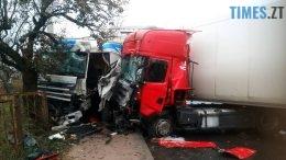 сінгури 260x146 - У Сінгурах зіткнулися дві вантажівки та легковик: є травмовані (ВІДЕО)