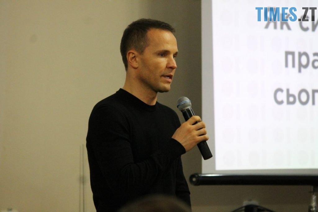 IMG 9251 1024x683 - «Успішне майбутнє залежить від кожного з нас», – Юрій Дерев'янко зустрівся з житомирянами, щоб вирішити долю України