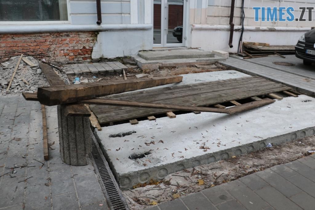 img1541514862 - «Підземелля» на Бердичівській вже до кінця місяця накриють броньованим склом