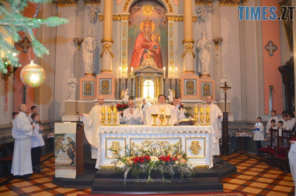 49397673 2551697314848164 2576698494601396224 o 1024x678 - Різдвяна Меса у кафедральному соборі: фоторепортаж