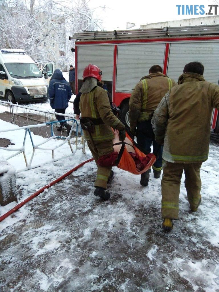 IMG 5252 768x1024 - У Коростені рятувальники винесли з пожежі матір та дитину: хлопчик помер у лікарні