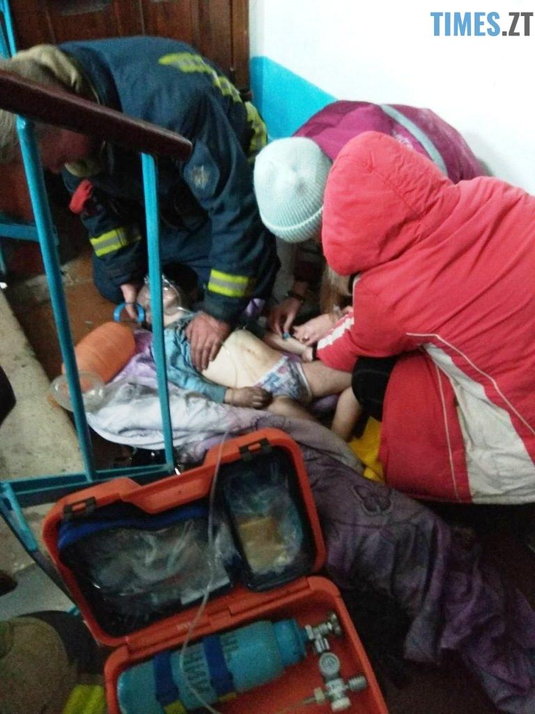 IMG 5254 768x1024 - У Коростені рятувальники винесли з пожежі матір та дитину: хлопчик помер у лікарні