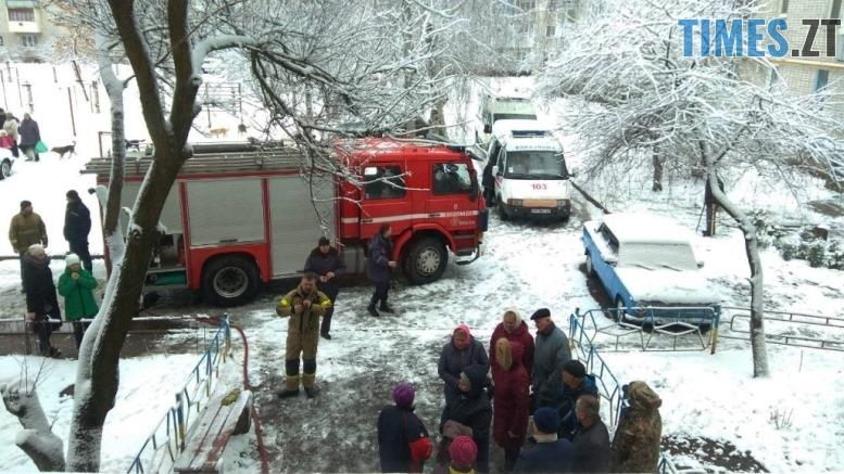 IMG 5258 - У Коростені рятувальники винесли з пожежі матір та дитину: хлопчик помер у лікарні