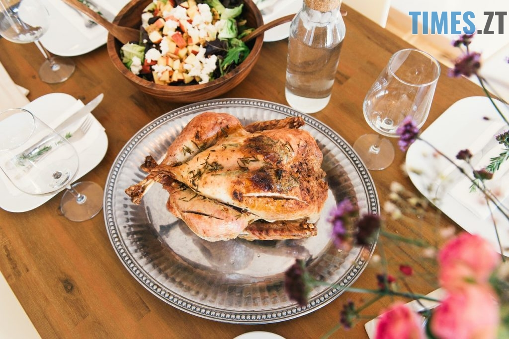 dinner 1246287 1280 1024x683 - Новорічні страви, які здивують ваших гостей: рецепти