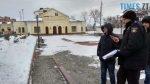 150x84 - Двоє на даху, поліція, заклеєні білборди: Бердичів зустрічає Президента і його гостей