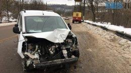 49864978 2915444855147908 1040068992636551168 o 260x146 - У Житомирі Peugeot врізався у відбійник та збив стовп на мосту