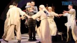 50995765 1130870267094587 4361981988547067904 o 260x146 - Житомирянин зробив пропозицію своїй коханій на сцені театру після вистави