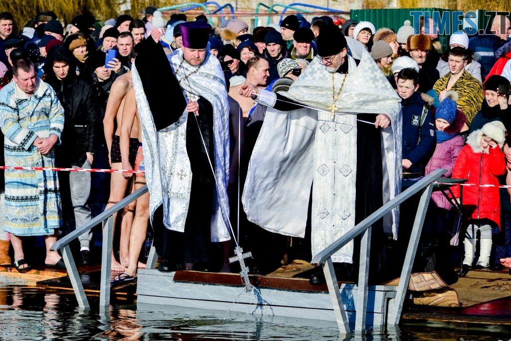 DSC 0026 1024x683 - Сотні бердичівлян на Водохреща пірнули в ополонку: як це було
