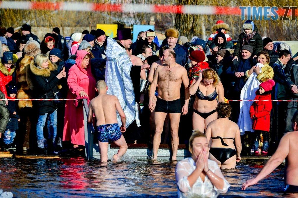 DSC 0067 1024x683 - Сотні бердичівлян на Водохреща пірнули в ополонку: як це було