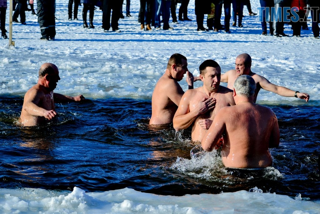 DSC 0080 1024x683 - Сотні бердичівлян на Водохреща пірнули в ополонку: як це було
