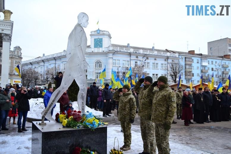 DSC 0361 Копировать - З величезним прапором та грандіозним ланцюгом відзначили День соборності в Житомирі