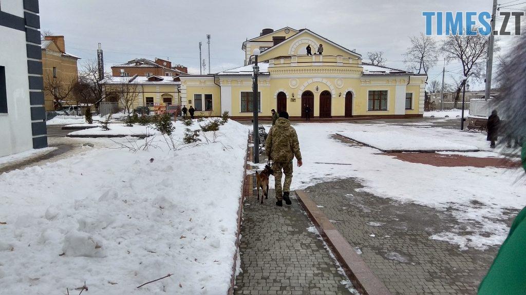 IMG 20190117 134210 HDR 1024x576 - Двоє на даху, поліція, заклеєні білборди: Бердичів зустрічає Президента і його гостей
