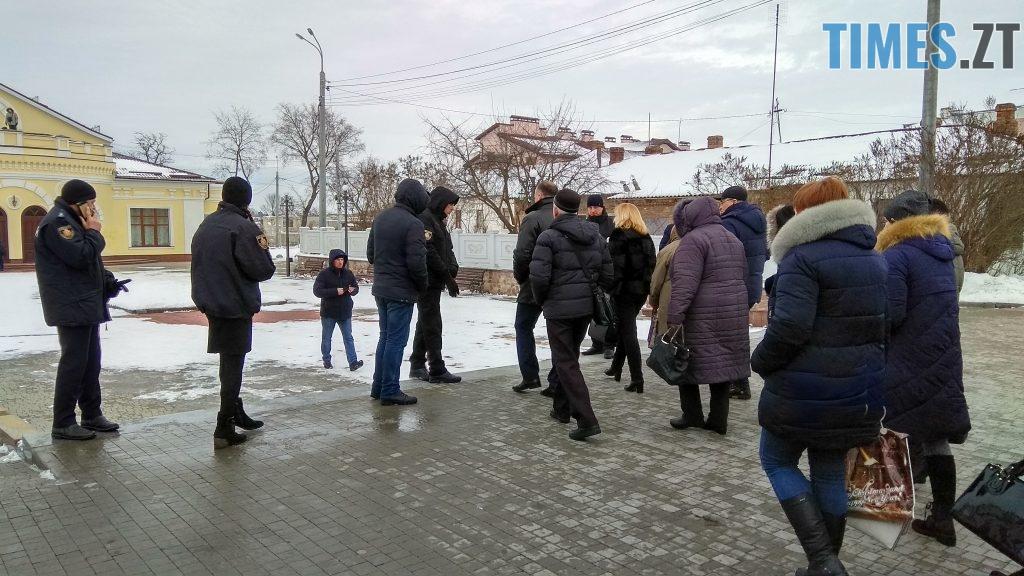 IMG 20190117 135105 HDR 1024x576 - Двоє на даху, поліція, заклеєні білборди: Бердичів зустрічає Президента і його гостей