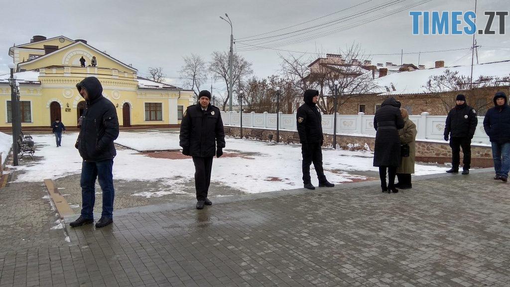 IMG 20190117 135532 HDR 1024x576 - Двоє на даху, поліція, заклеєні білборди: Бердичів зустрічає Президента і його гостей