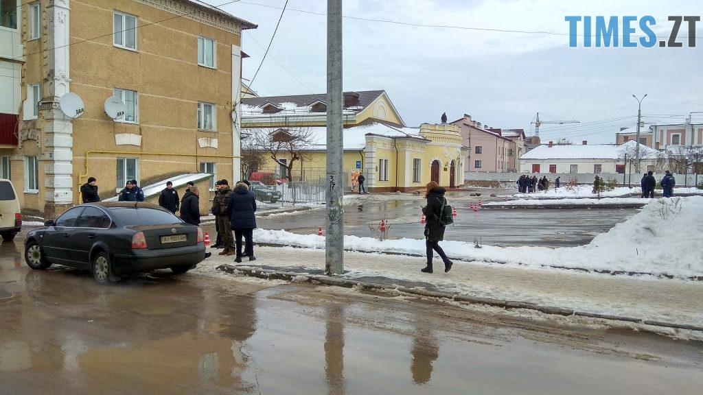 IMG 20190117 142614 HDR 1024x576 - Двоє на даху, поліція, заклеєні білборди: Бердичів зустрічає Президента і його гостей