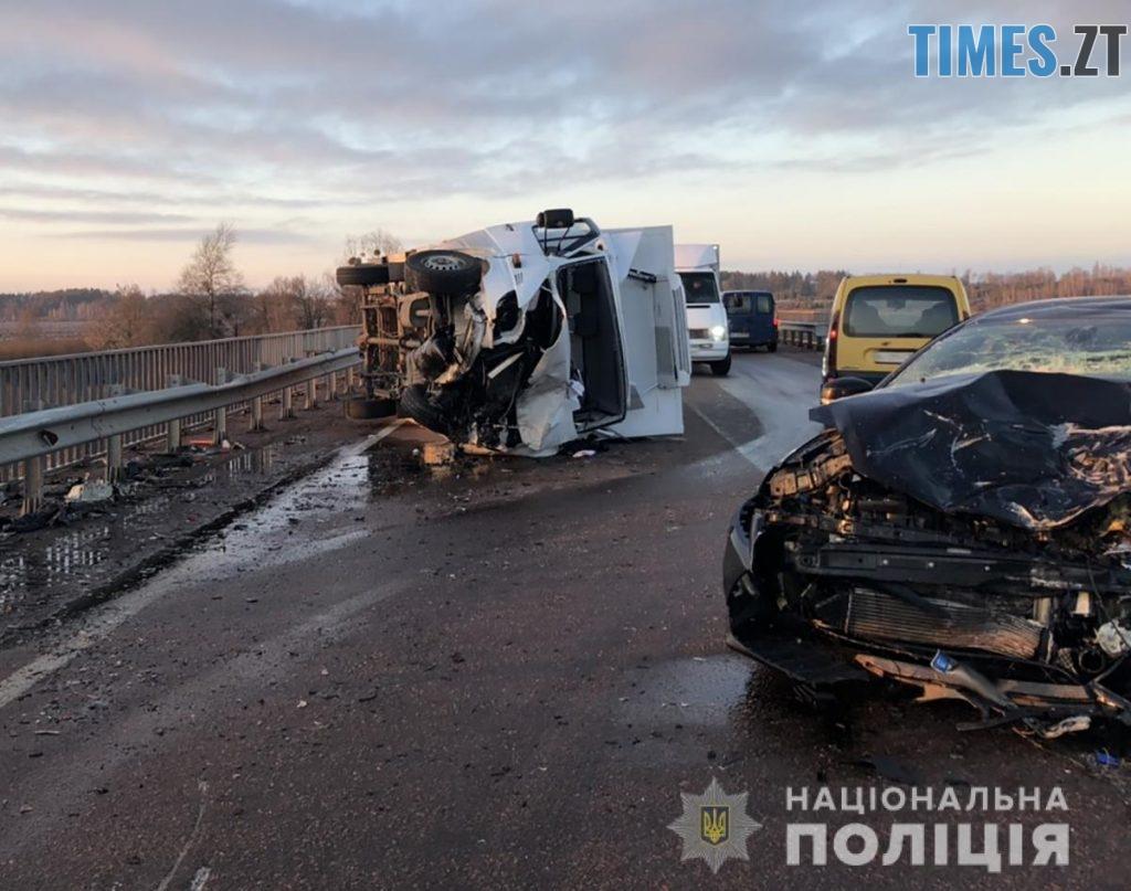 dtp Malyn2 1024x807 - В аварії поблизу Малина отримали травми двоє дорослих і троє дітей