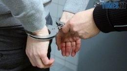 handcuffs 2102488 1280 260x146 - На Житомирщині нетверезий водій намагався дати поліцейським хабара
