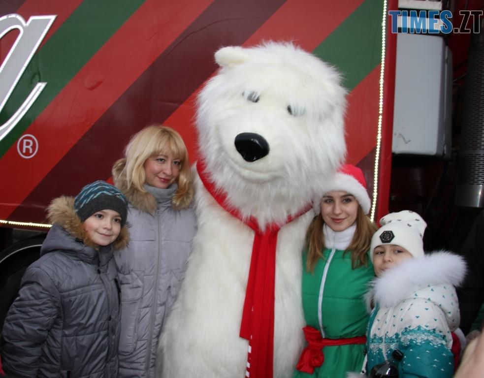 img1546438512 9 - Різдвяна вантажівка Coca-Cola прибула в Житомир