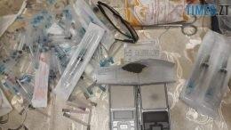 index5 260x146 - У Житомирі затримали банду, в якої вилучили наркотики, зброю, 13 тисяч доларів та 6,5 тисяч євро