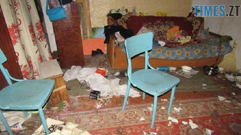 403822c0b48f13648fed0661238bb860c67d0ec1 - На Житомирщині п'яна горе-матір накинулася з ножем на поліцейського під час вилучення її  дітей до лікарні