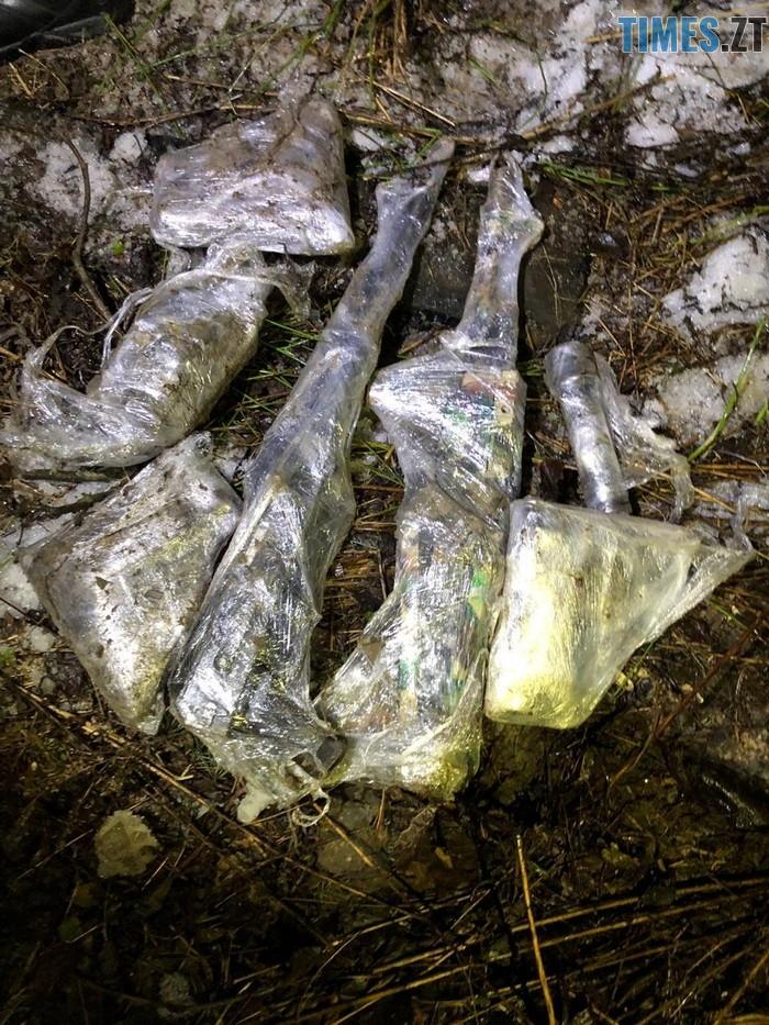 n 5662 11639885 - На Житомирщині затримали двох чоловіків з судимістю, які продавали зброю, викрадену з військової частини