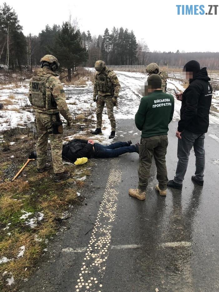 n 5662 25451177 - На Житомирщині затримали двох чоловіків з судимістю, які продавали зброю, викрадену з військової частини