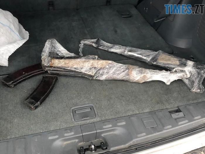 n 5662 64532216 - На Житомирщині затримали двох чоловіків з судимістю, які продавали зброю, викрадену з військової частини