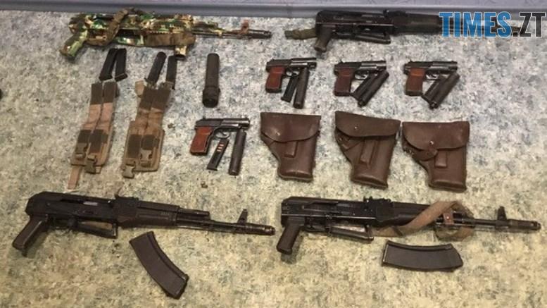 n 5662 98405666 - На Житомирщині затримали двох чоловіків з судимістю, які продавали зброю, викрадену з військової частини