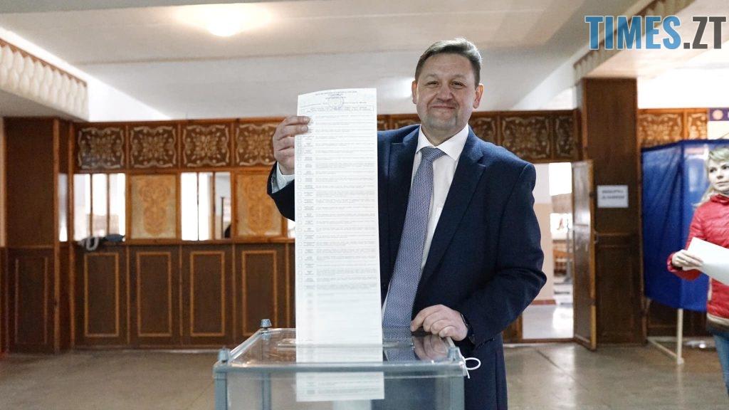 """56174876 2300911319959277 8220090074763624448 o 1024x576 - """"Громадянський обов'язок""""  - кандидати демонструють голосування за самих себе (ФОТО)"""