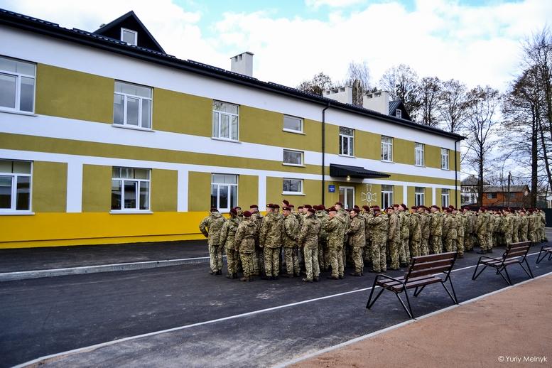 DSC 0005 Kopyrovat 1 1 - Президентський подарунок: житомирські військові отримали нові сучасні гуртожитки