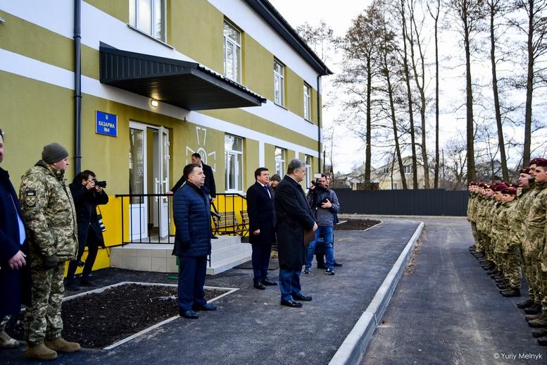 DSC 0022 Kopyrovat  - Президентський подарунок: житомирські військові отримали нові сучасні гуртожитки