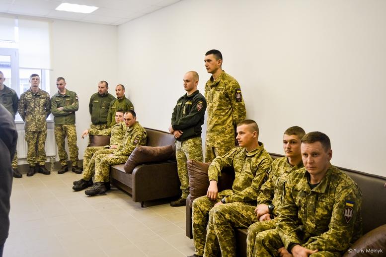 DSC 0038 Kopyrovat  - Президентський подарунок: житомирські військові отримали нові сучасні гуртожитки