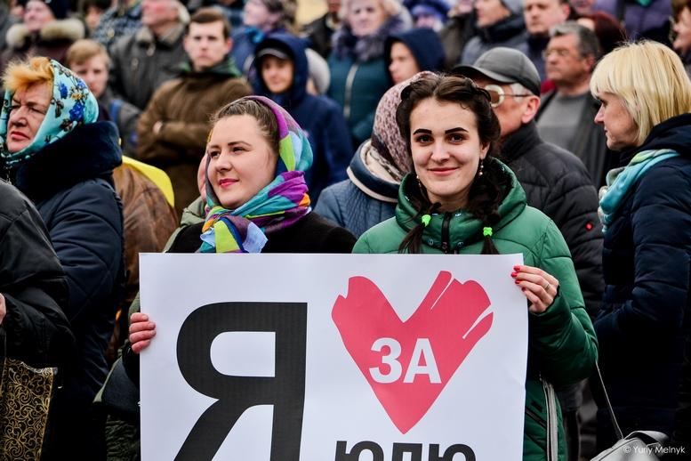 DSC 0055 Kopyrovat  - Концерт, бійки, гасла - Юлія Тимошенко зустрілась з житомирянами (ФОТО)
