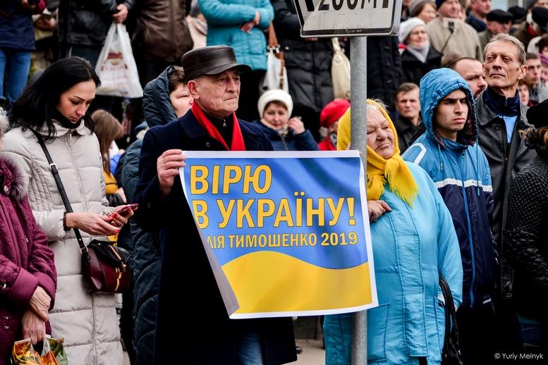 DSC 0080 Kopyrovat  - Концерт, бійки, гасла - Юлія Тимошенко зустрілась з житомирянами (ФОТО)