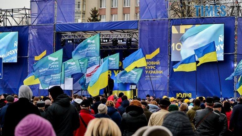 DSC 0121 Kopyrovat  777x437 - Концерт, бійки, гасла - Юлія Тимошенко зустрілась з житомирянами (ФОТО)