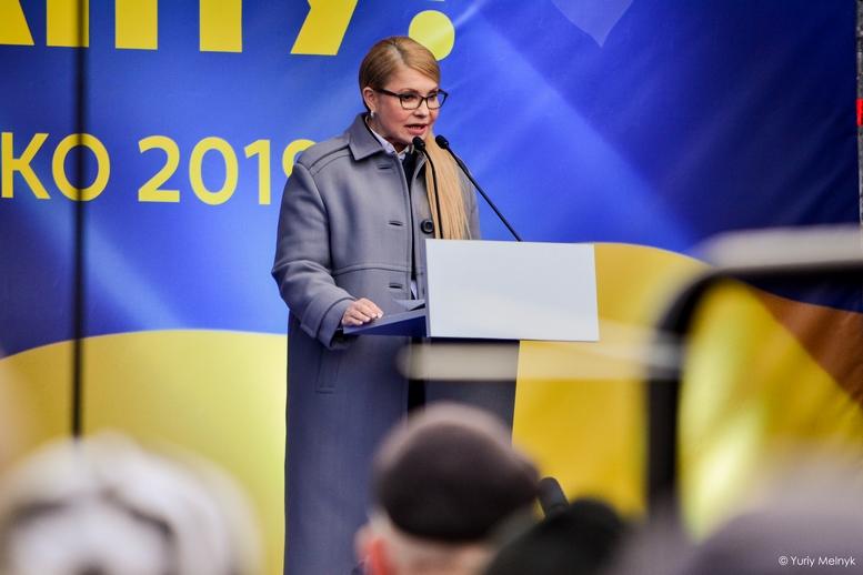 DSC 0155 Kopyrovat  - Концерт, бійки, гасла - Юлія Тимошенко зустрілась з житомирянами (ФОТО)