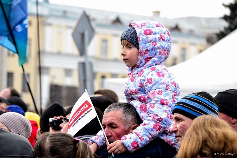 DSC 0168 Kopyrovat  - Концерт, бійки, гасла - Юлія Тимошенко зустрілась з житомирянами (ФОТО)