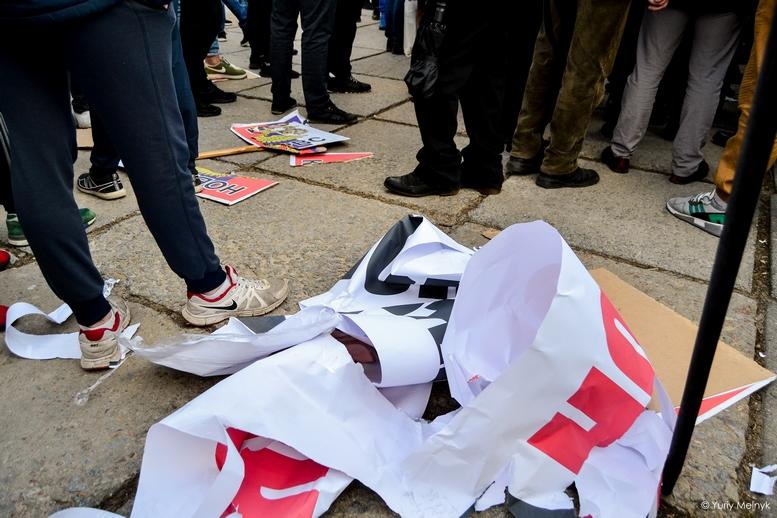 DSC 0216 Kopyrovat  - Фаталіті на майдані Корольова: прихильники Тимошенко побилися з її опонентами (ФОТО)