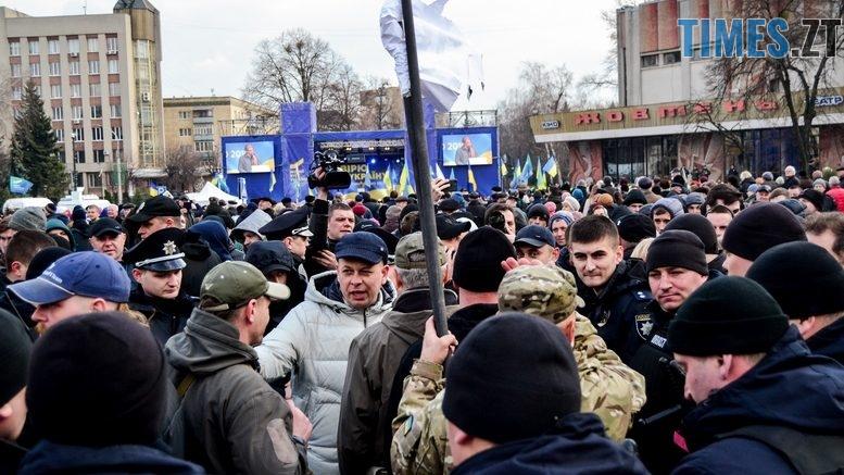 DSC 0224 Kopyrovat  777x437 - Фаталіті на майдані Корольова: прихильники Тимошенко побилися з її опонентами (ФОТО)
