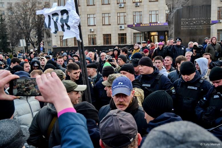 DSC 0226 Kopyrovat  - Фаталіті на майдані Корольова: прихильники Тимошенко побилися з її опонентами (ФОТО)