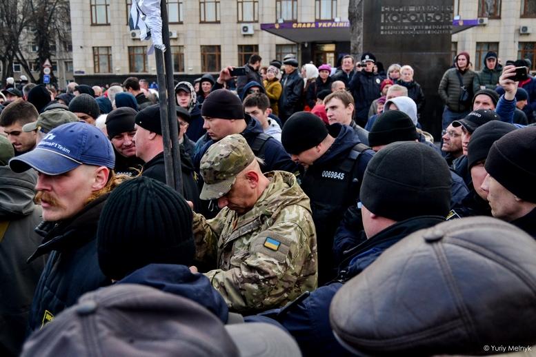 DSC 0228 Kopyrovat  - Фаталіті на майдані Корольова: прихильники Тимошенко побилися з її опонентами (ФОТО)