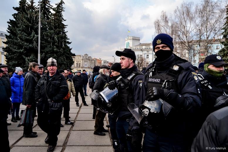 DSC 0231 Kopyrovat  - Фаталіті на майдані Корольова: прихильники Тимошенко побилися з її опонентами (ФОТО)