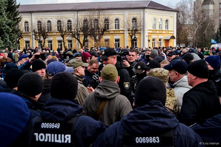 DSC 0240 Kopyrovat  - Фаталіті на майдані Корольова: прихильники Тимошенко побилися з її опонентами (ФОТО)