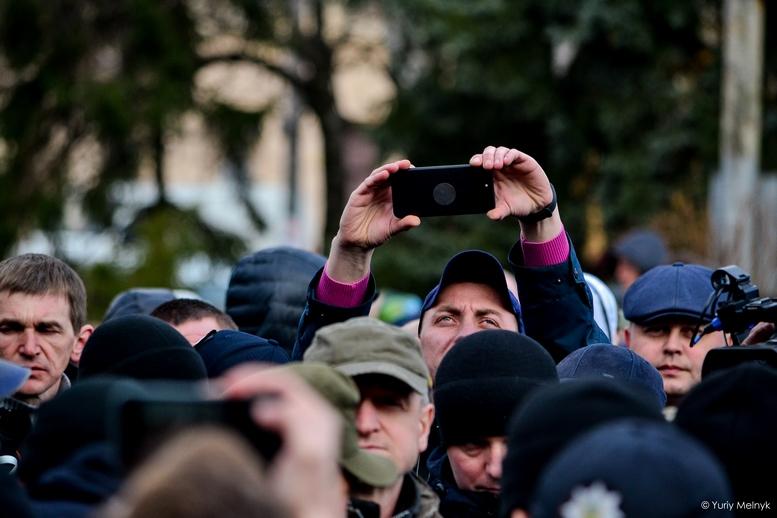 DSC 0245 Kopyrovat  - Фаталіті на майдані Корольова: прихильники Тимошенко побилися з її опонентами (ФОТО)