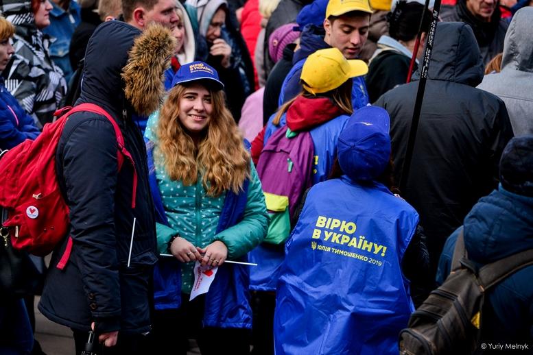 DSC 0289 Kopyrovat  - Концерт, бійки, гасла - Юлія Тимошенко зустрілась з житомирянами (ФОТО)