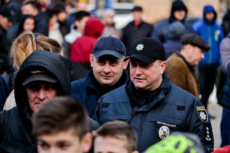 DSC 0303 Kopyrovat  - Фаталіті на майдані Корольова: прихильники Тимошенко побилися з її опонентами (ФОТО)