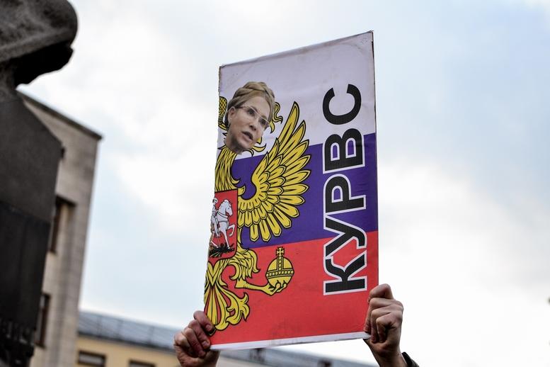 DSC 0305 Kopyrovat  - Фаталіті на майдані Корольова: прихильники Тимошенко побилися з її опонентами (ФОТО)