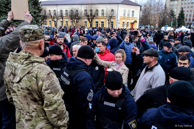 DSC 0311 Kopyrovat  - Фаталіті на майдані Корольова: прихильники Тимошенко побилися з її опонентами (ФОТО)