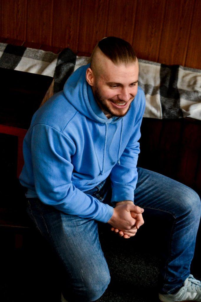 DSC 0531 Kopyrovat kopyia 682x1024 - «Я просто Людина»: в Житомирі відомий блогер-десантник розповів про свою книгу (ФОТО)